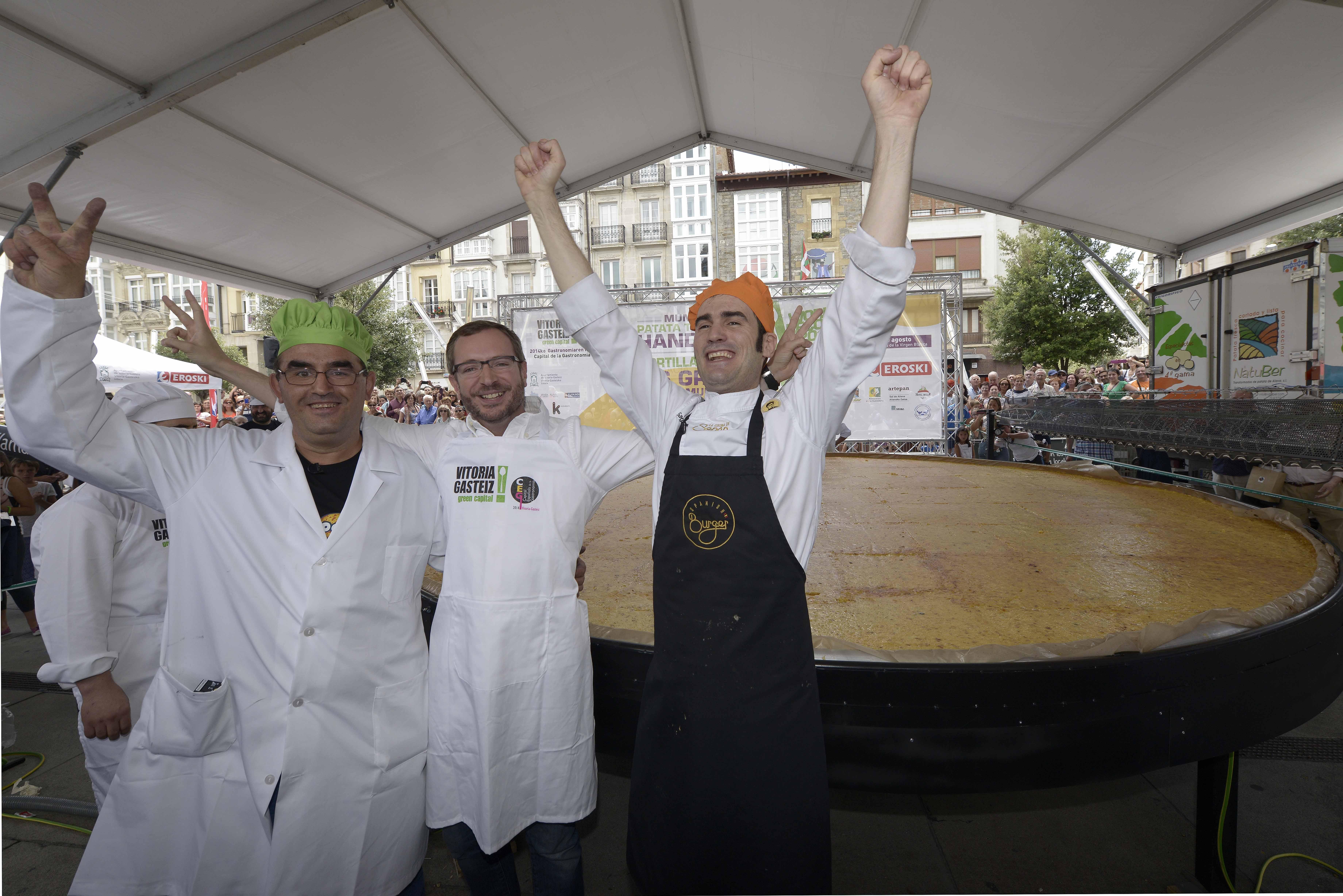 Vitoria Gasteiz Consigue El Reto De Cocinar La Tortilla De Patata