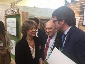 El alcalde, junto a la Ministra de Agricultura, Alimentación y Medio Ambiente, Isabel García Tejerina; y el presidente de la Fundación Conama, Gonzalo Echagüe.