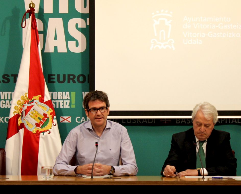da26092573737 El alcalde Gorka Urtaran y el concejal de Seguridad Ciudadana, Carlos  Zapatero, han presentado hoy el dispositivo especial de Policía Local que  –en ...