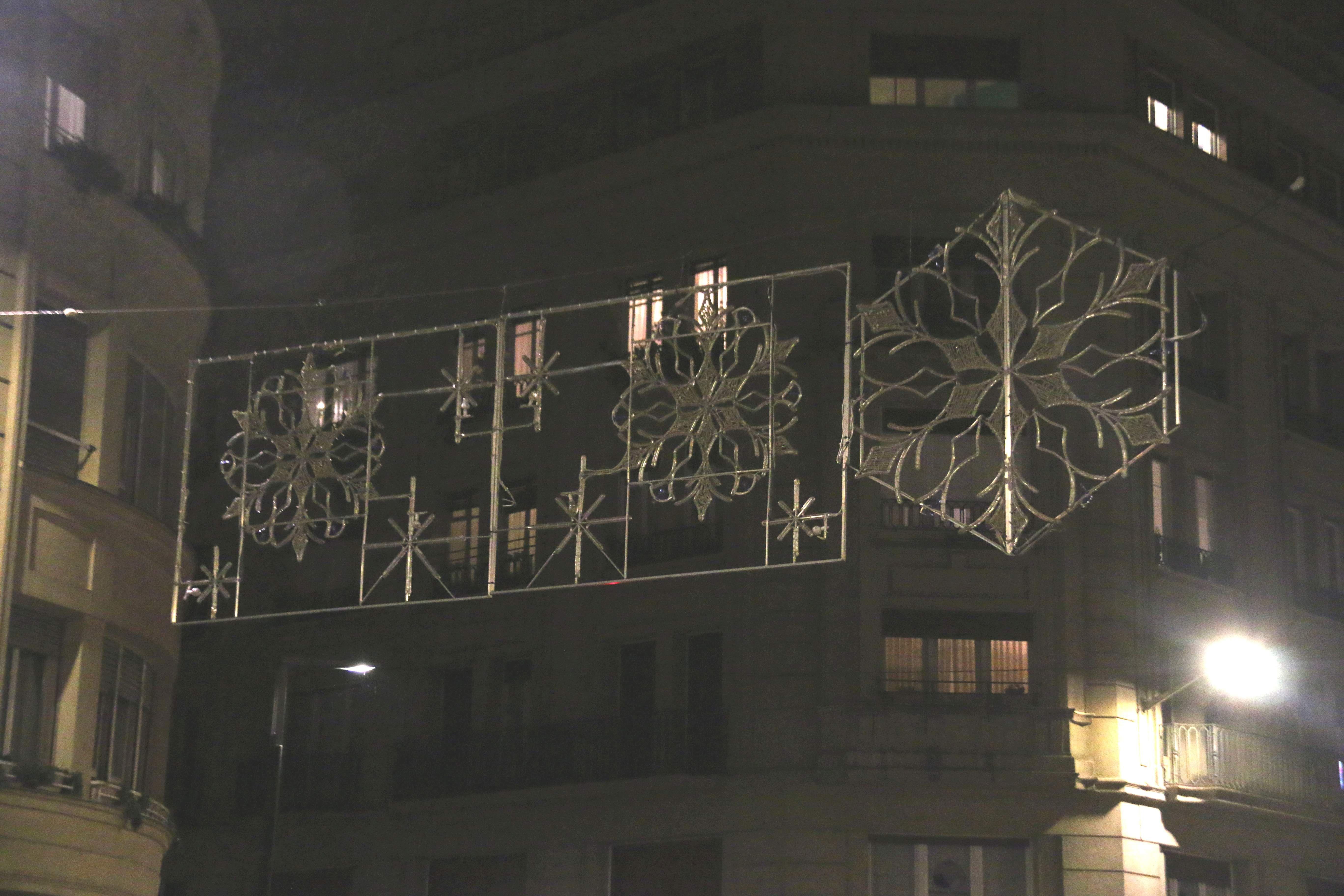 Comienza la instalaci n de los arcos y figuras de la iluminaci n navide a notas de prensa - Iluminacion vitoria ...